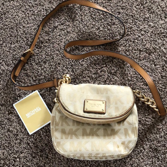 Michael Kors Handbags - Michael Kors Crossbody